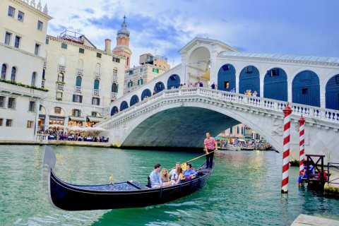 Venice: The Discover Walking Tour & Gondola Ride