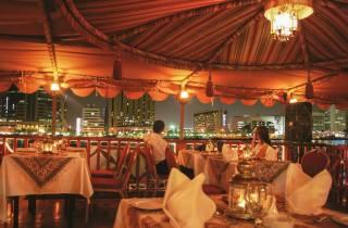 Dubai: Dau-Fahrt mit Abendessen auf dem Khor Dubai
