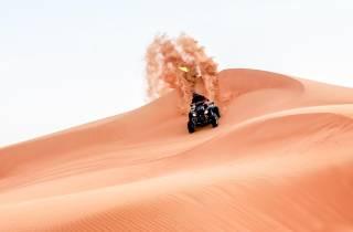 Dubai: Red-Dunes-Quadtour, Kamelritt, Sandboarding und BBQ