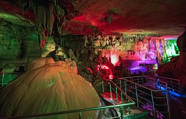Tbilisi: Prometheus-grot en Martvili-kloven