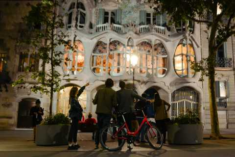 Barcelona Bike Tour om natten med Cava och Fountain Show