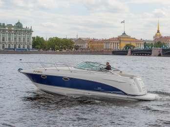 St. Petersburg: Verleih von Schnellbooten für Privatkanäle