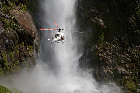 Te Anau: Milford Sound Scenic Flight with Lakeside Landing