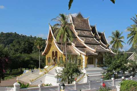 Luang Prabang: Private Must-See Sights and Mount Phousi Tour