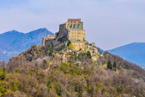 Sacra di San Michele: tour e trasporto in navetta da Torino