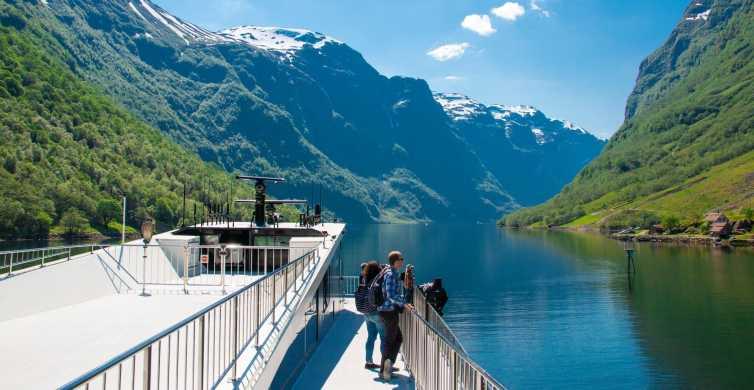 Bergen: Guided Full-Day Tour to Nærøyfjord & Flåmsbanen