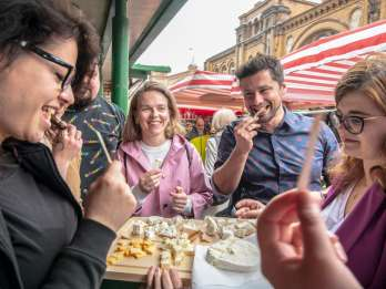Warschau: 3-stündige Frühstücksmarkt-Food-Tour mit Getränken