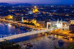 Budapeste: Cruzeiro Noturno, Vista do Parlamento e Champanhe