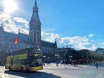 Hamburg: Hop-On/Hop-Off-Bustour & Hafenrundfahrt per Boot