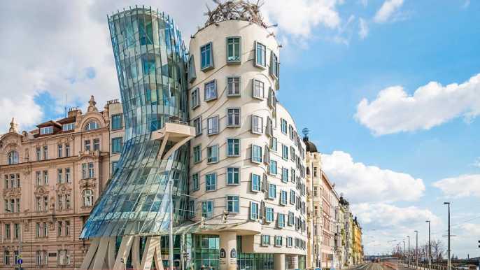 Praga: galería de la Casa Danzante y entrada a la terraza
