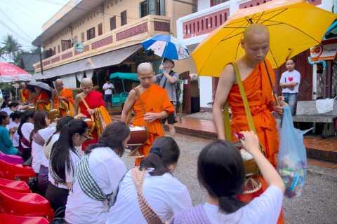 Luang Prabang: Buddhism Tour with Guide on a Vintage Tuk-Tuk