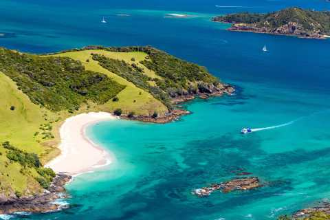 Bay of Islands: Hole in the Rock Scenic Island Cruise