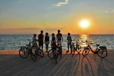 Salónica: Tour en bicicleta al atardecer con bocadillos locales y cerveza
