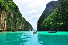 De Phi Phi: Fretamento privado de meio dia para barcos de longo curso