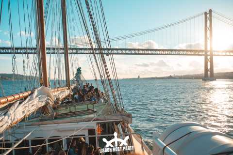 Lisboa: Festa no Barco com Entrada de Boate Incluída
