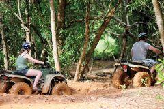 Phuket: Excursão ATV nos Manguezais da Selva e Praia Secreta