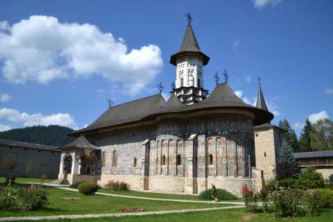 Brasov: Private 2-Day Bucovina Monasteries Tour