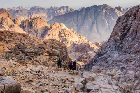 Из Шарм-эль-Шейха: поход на Синай, рассвет и монастырь