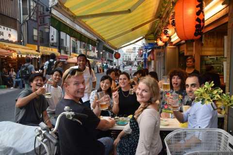 Tokyo: tour enogastronomico locale notturno ad Asakusa