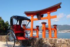 Miyajima: Excursão de Riquixá Privada ao Santuário de Itsukushima