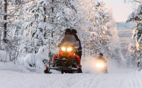 Rovaniemi: 2-Hour Snowmobiling Experience