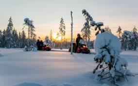 Rovaniemi: 5-Hour Snowmobile and Ice Fishing Adventure