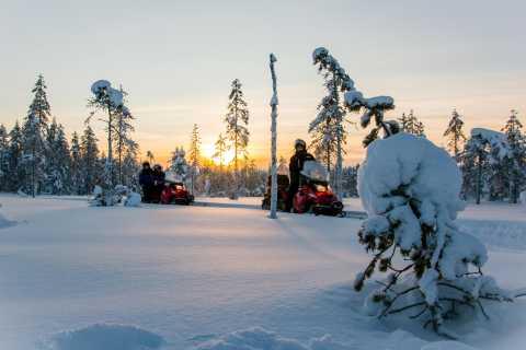 Lapônia: aventura de 5 horas de snowmobile e pesca no gelo