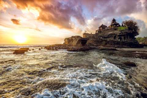 Bali: Tanah Lot Temple Guided Sunset Tour