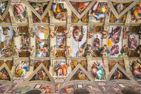 Small-Group Vatican Museums & St. Peter's Tour in Russian