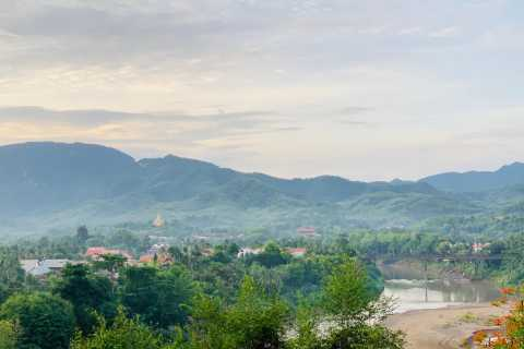 Luang Prabang: Guided Tour of Mt. Phousi with Local Cuisine