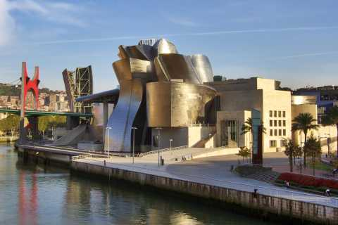Bilbao: Classic & Modern Guided Walking Tour with Pintxos