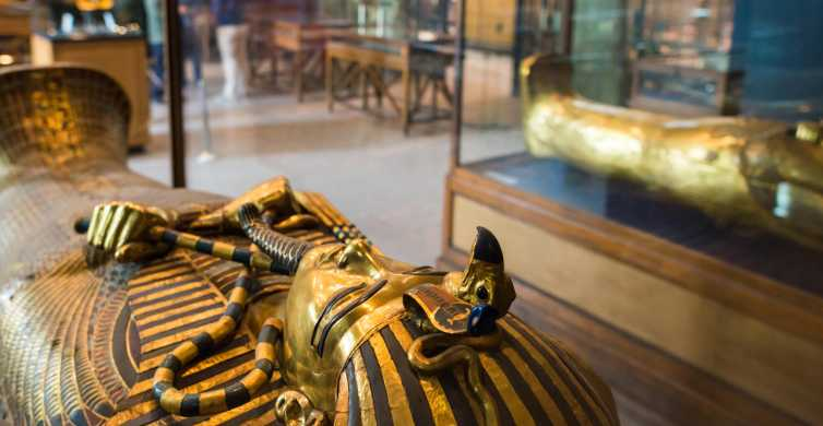 Cairo: Egyptian Museum, Pyramids & Bazaar Private Tour