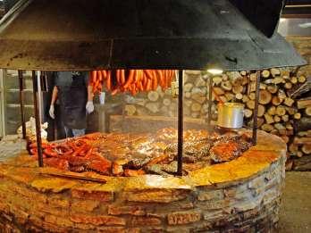 Von Austin: Salt Lick BBQ und Winery Shuttle Tour