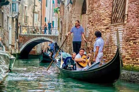 Venice: 30-Minute Gondola Ride on Grand Canal with Serenade