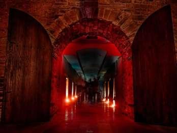 New York City: Katakomben bei Kerzenlicht