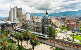Medellín: Private City Tour with Metrocable and Comuna 13
