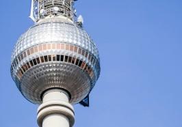 достопримечательности Берлин - Берлинская телебашня: экспресс-вход, столик у окна ресторана