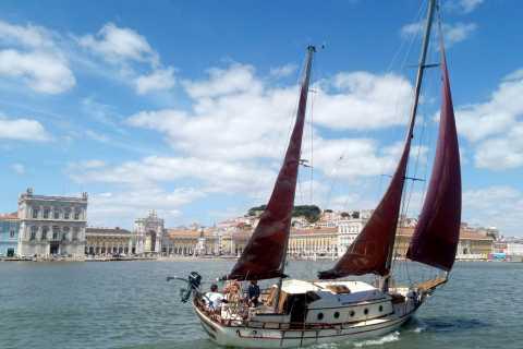 Lisbon: Romantic 2-Hour Cruise Aboard Vintage Sailboat