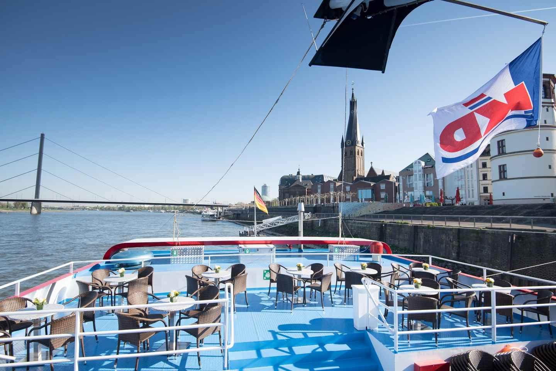 Düsseldorf: Hop-On/Hop-Off-Bustour mit Schifffahrt