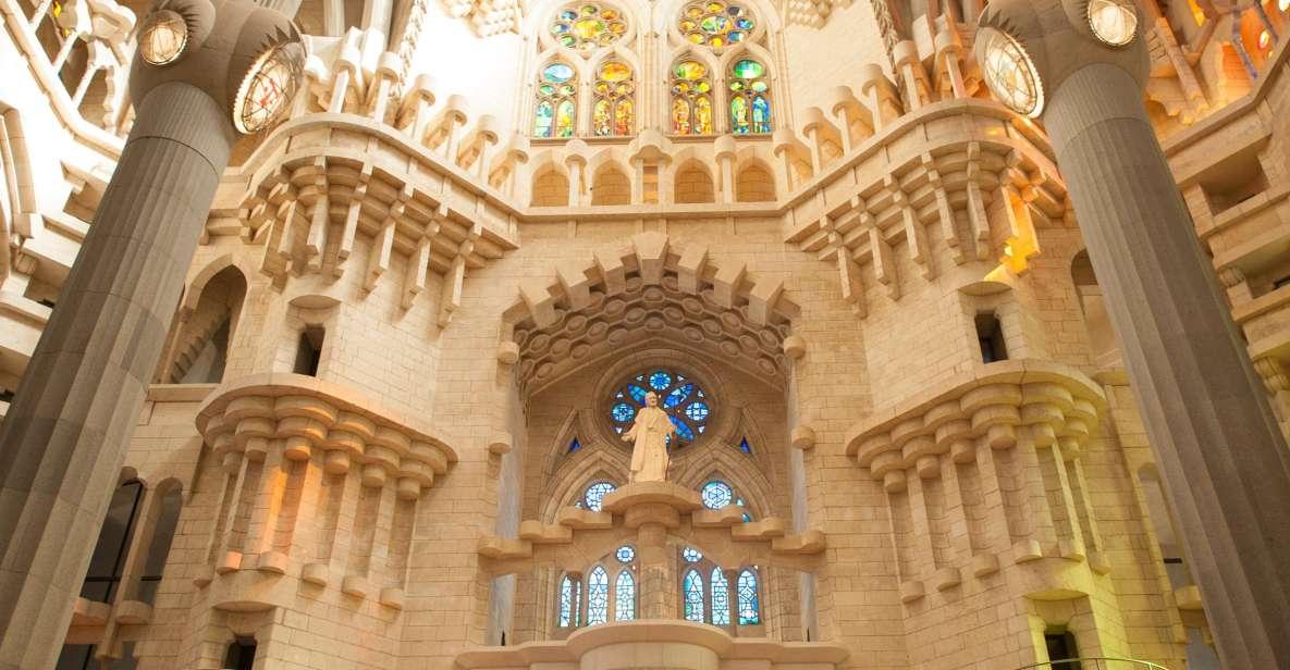 Sagrada Familia: Skip-the-Ticket-Line Guided Tour & Ticket