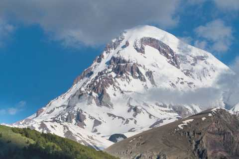 From Tbilisi: Full-Day Group Tour to Ananuri and Kazbegi