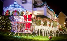 From Manhattan: 3.5-Hour Dyker Heights Holiday Bus Tour