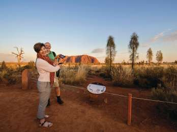 Ayers Rock: Uluru & Kata Tjuta Tour bei Sonnenaufgang