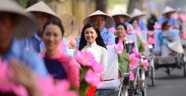 Hanoi: Traditional Dress Photoshoot in Old Quarter