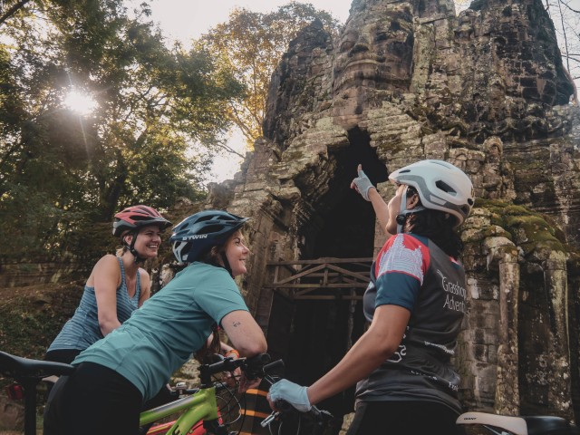 Full Day Angkor Temples of Siem Reap Bike Tour