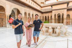 Granada: Entrada e Tour Guiado Alhambra c/ Palácios Nasridas