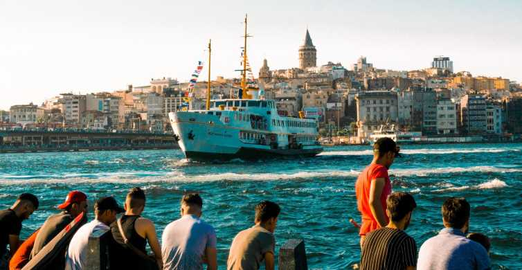 Istanbul: Hop-On-Hop-Off Bosphorus Boat Tour with Audio App