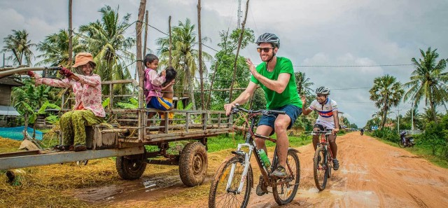Siem Reap: Guided Countryside Bike Tour with Local Snacks
