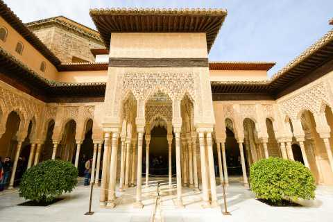 Alhambra, Nasrid Palaces, and Generalife 3-Hour Guided Tour