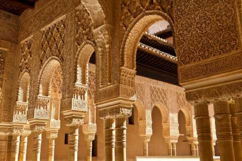 Granada: Alhambra, Nasrid Palaces & Generalife Guided Tour